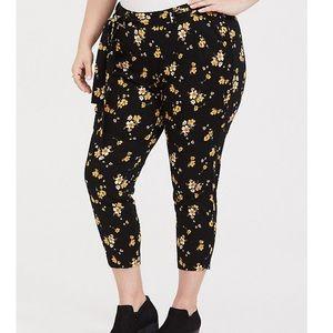 Torrid NWOT floral cropped pants